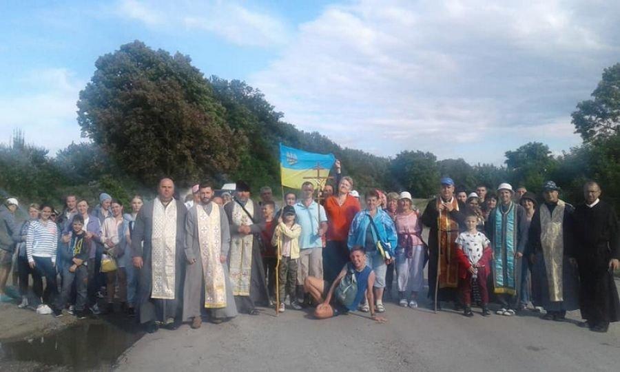 200 прочан з Хмельниччини вирушили на пішу прощу до Зарваниці, фото-1