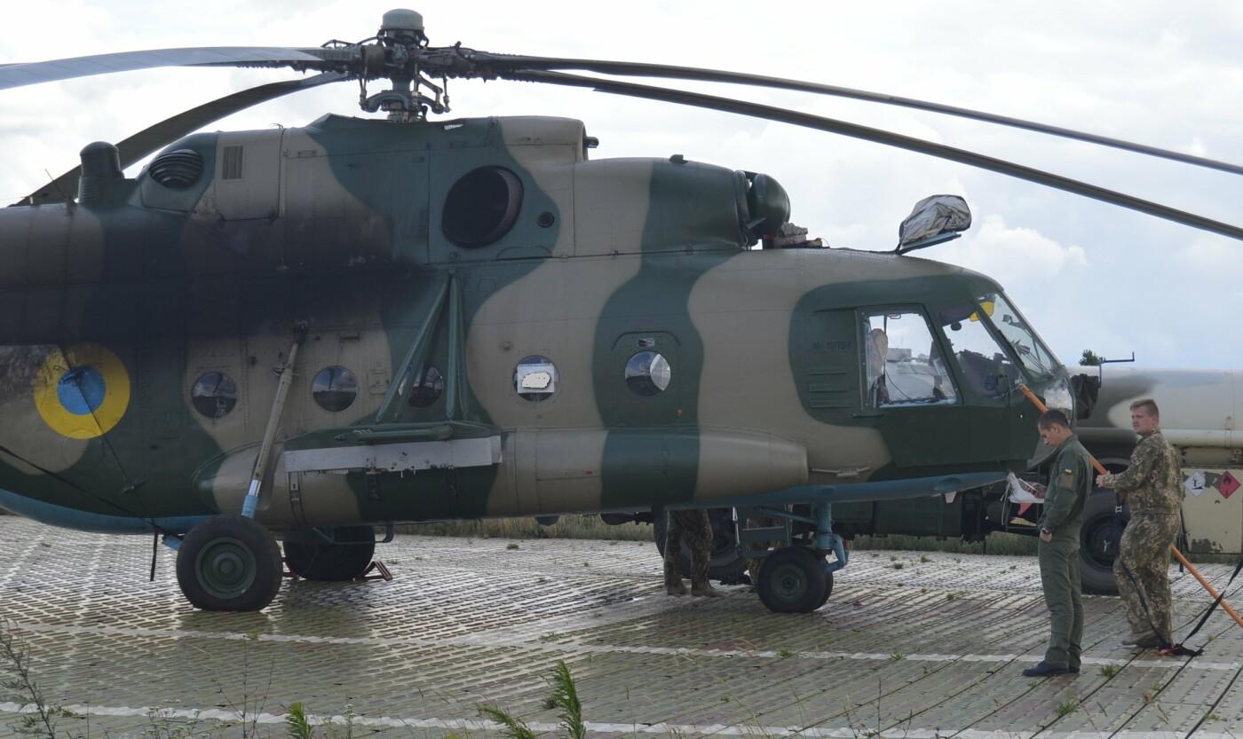 Вертолітники армійської авіації з Львівщини забезпечують мобільність хмельницьких спецпризначенців, фото-1
