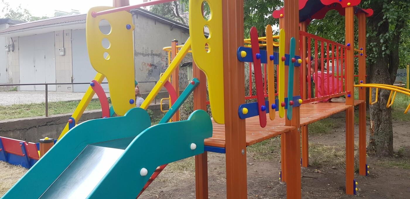 У Хмельницькому продовжують будувати дитячі майданчики (фото), фото-1