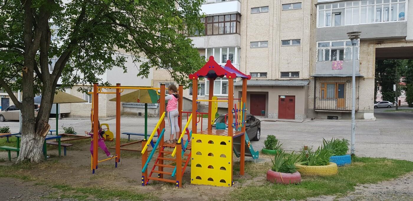 У Хмельницькому продовжують будувати дитячі майданчики (фото), фото-3