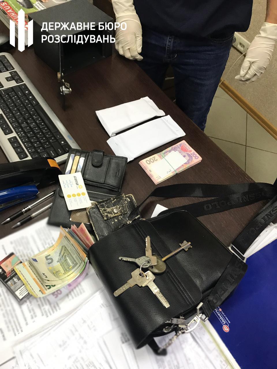 Хмельницькі правоохоронці затримали керівника митного посту за «відкати» на розмитнені , фото-5