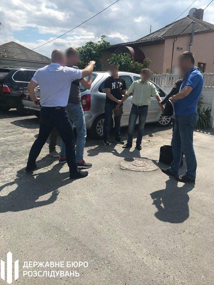 Хмельницькі правоохоронці затримали посадовця відділу Нацполіції (фото), фото-1