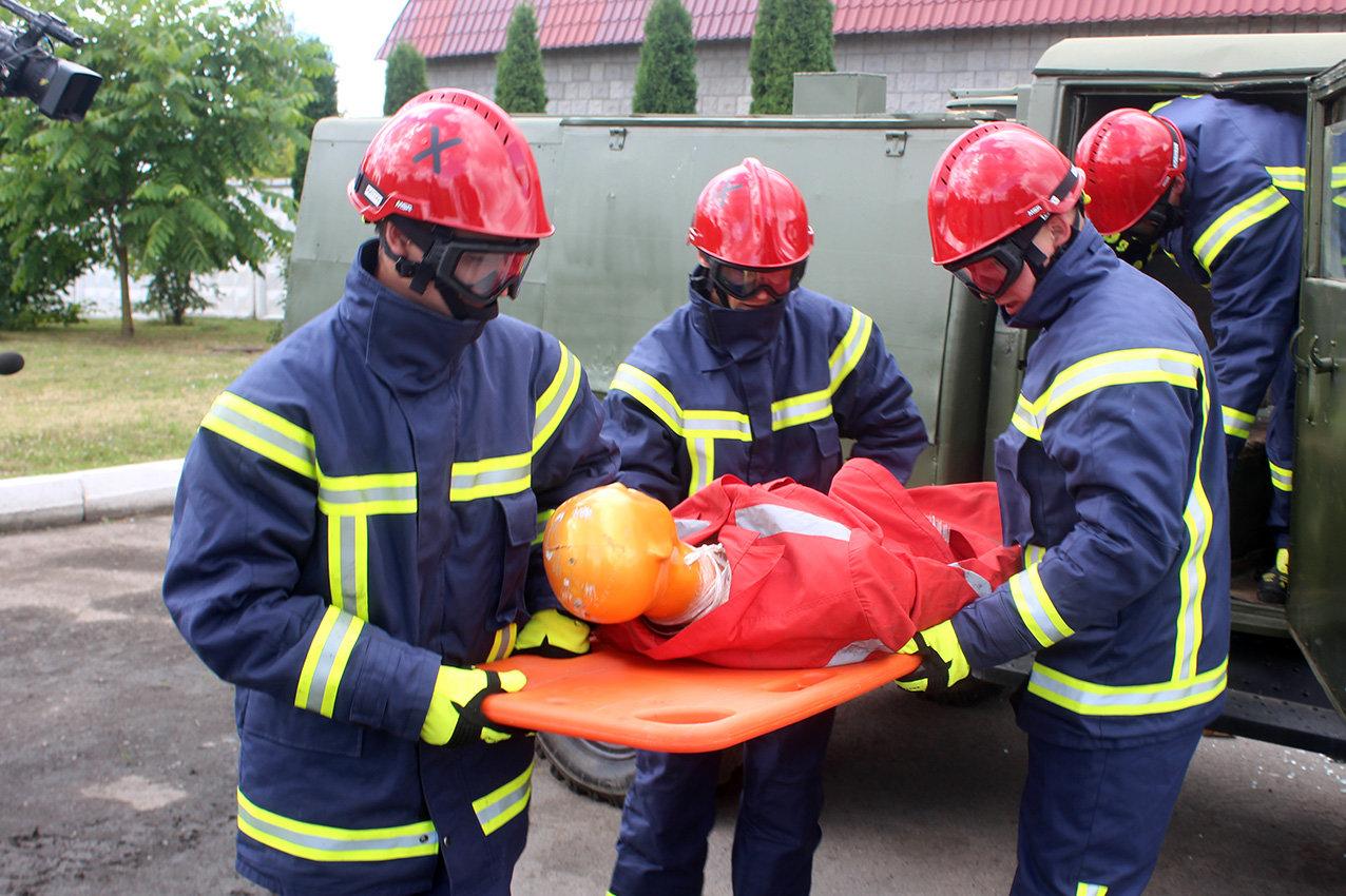Рятувальники Хмельниччини отримали сучасний мультифункціональний автомобіль , фото-2