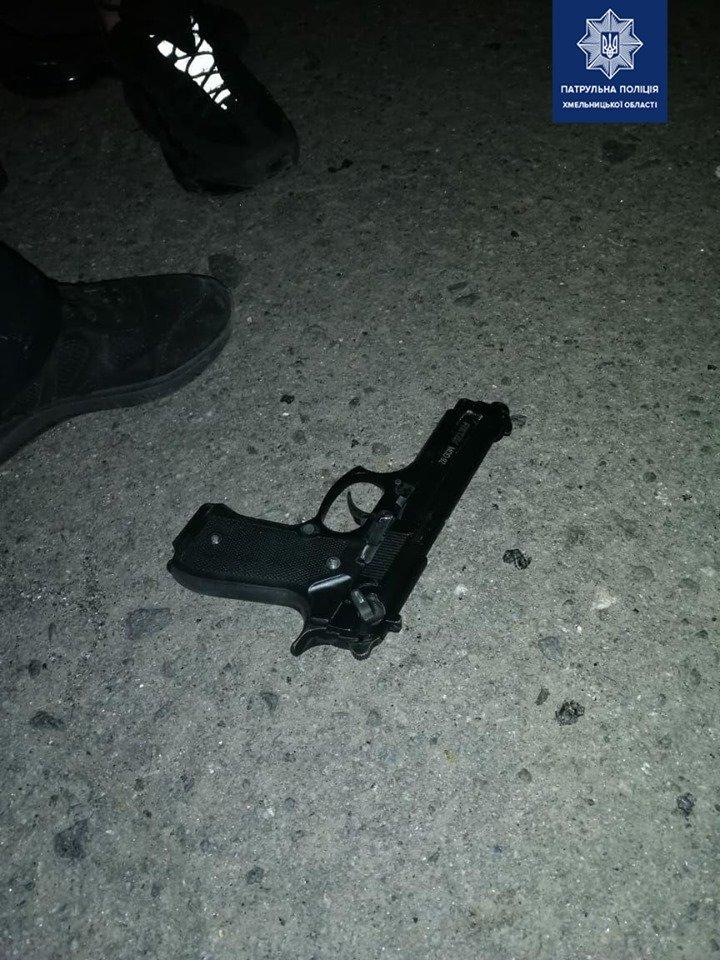 У Хмельницькому молодики посеред ночі стріляли з пістолета (фото), фото-1