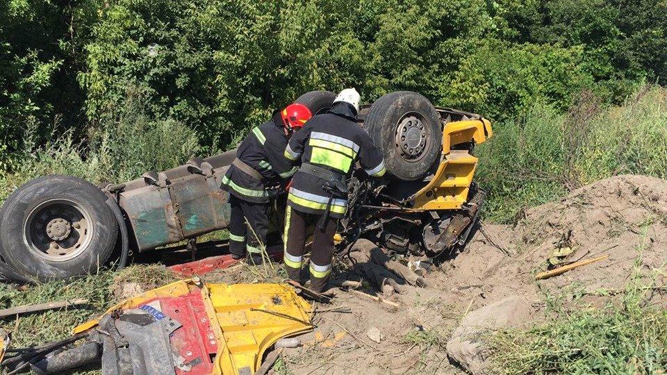 Смертельна ДТП: На Хмельниччині у кювет впала вантажівка (фото, відео), фото-2