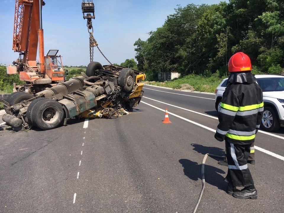 Смертельна ДТП: На Хмельниччині у кювет впала вантажівка (фото, відео), фото-5