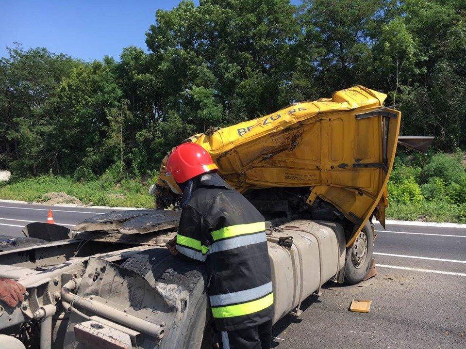 Смертельна ДТП: На Хмельниччині у кювет впала вантажівка (фото, відео), фото-4