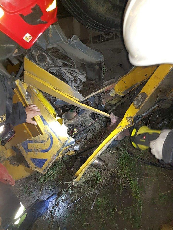 Смертельна ДТП: На Хмельниччині у кювет впала вантажівка (фото, відео), фото-6