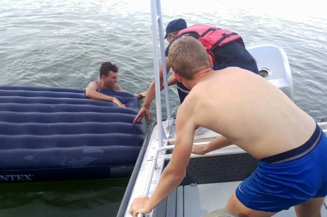 На Хмельниччині бійці ДСНС врятували двох молодиків на річці Дністер, одному з яких – 16 років , фото-1