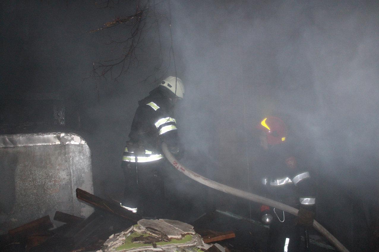 На Хмельниччині рятувальники ліквідували масштабну пожежу в торговельних приміщеннях, фото-3