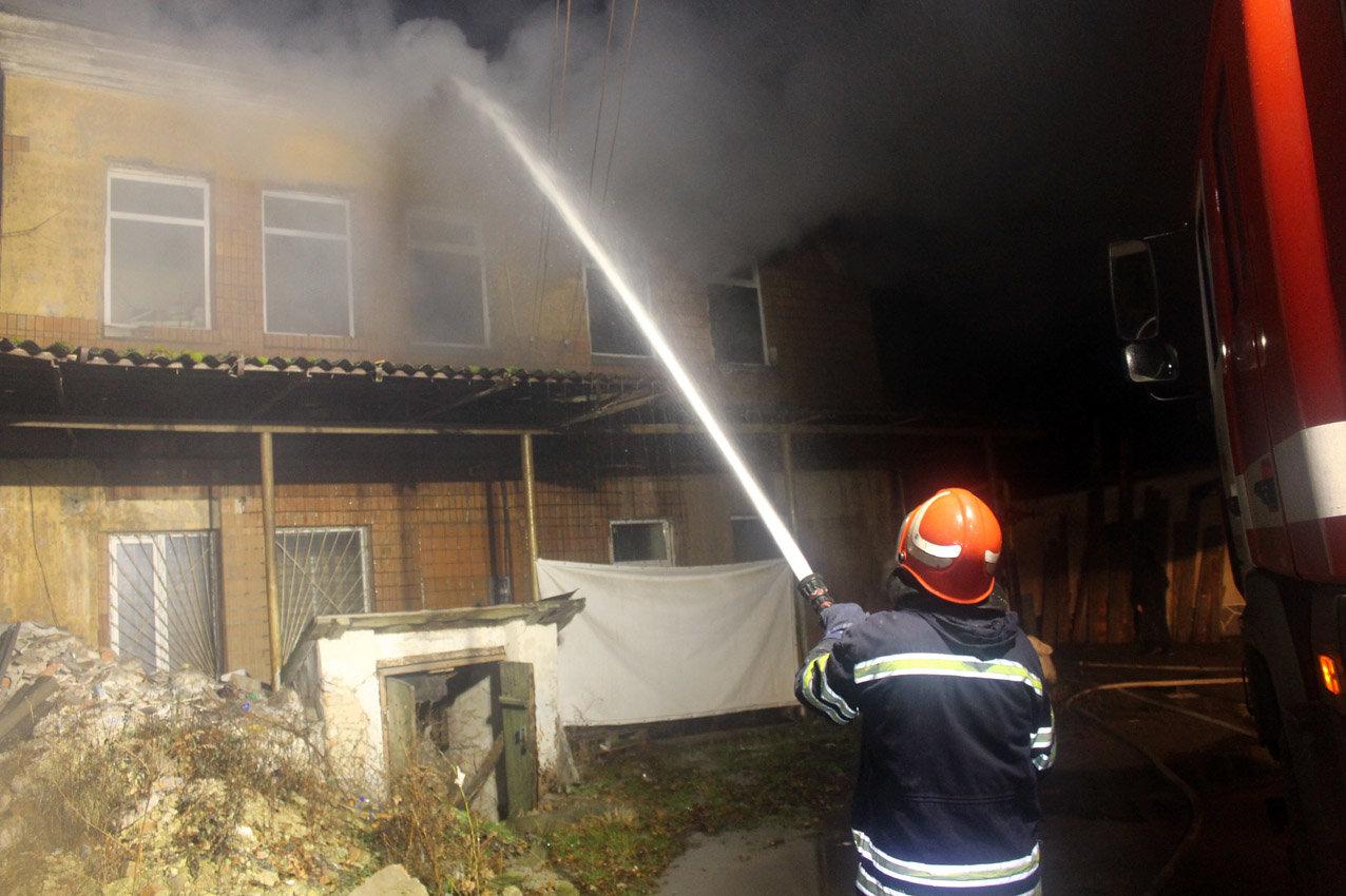 На Хмельниччині рятувальники ліквідували масштабну пожежу в торговельних приміщеннях, фото-2