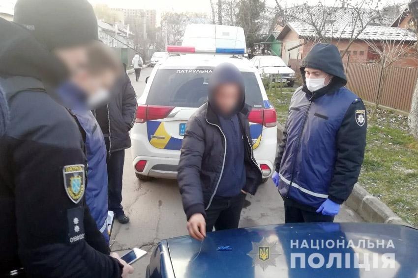 Хмельницькі поліцейські вилучили в закладчика-гастролера наркотиків на 180 тисяч гривень (фото), фото-1