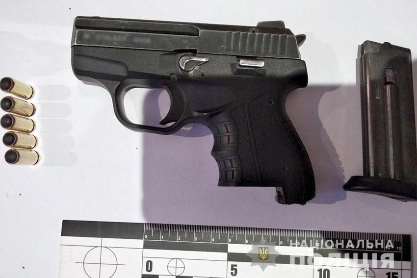 Хмельницькі поліцейські затримали двох молодиків, яких підозрюють у замаху на вбивство іноземця , фото-1