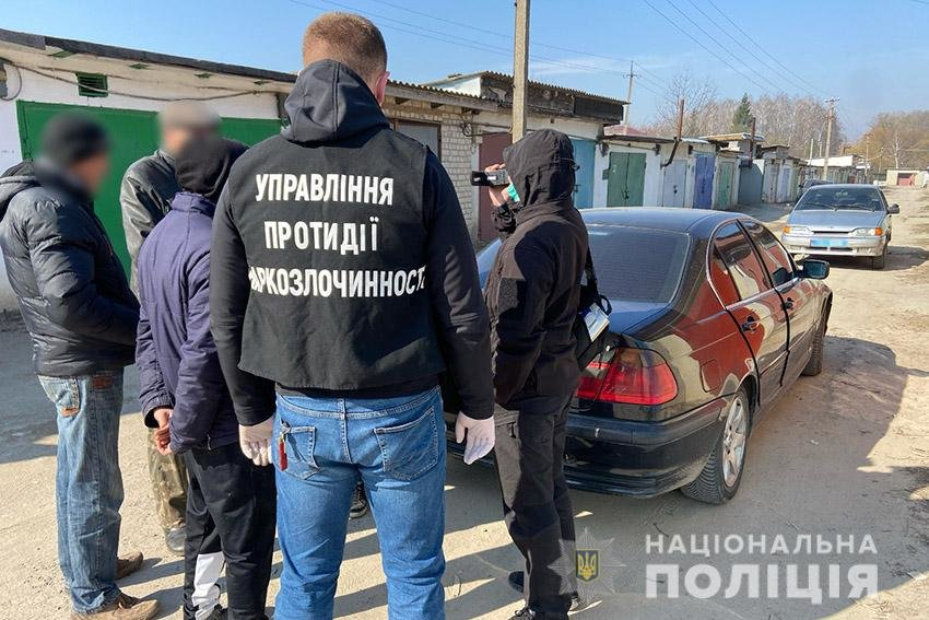 На Хмельниччині поліцейські вилучили у 18-річного юнака наркотиків на 140 тисяч гривень , фото-5