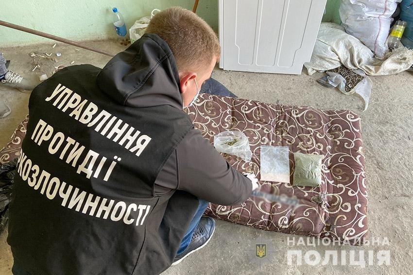 На Хмельниччині поліцейські вилучили у 18-річного юнака наркотиків на 140 тисяч гривень , фото-3