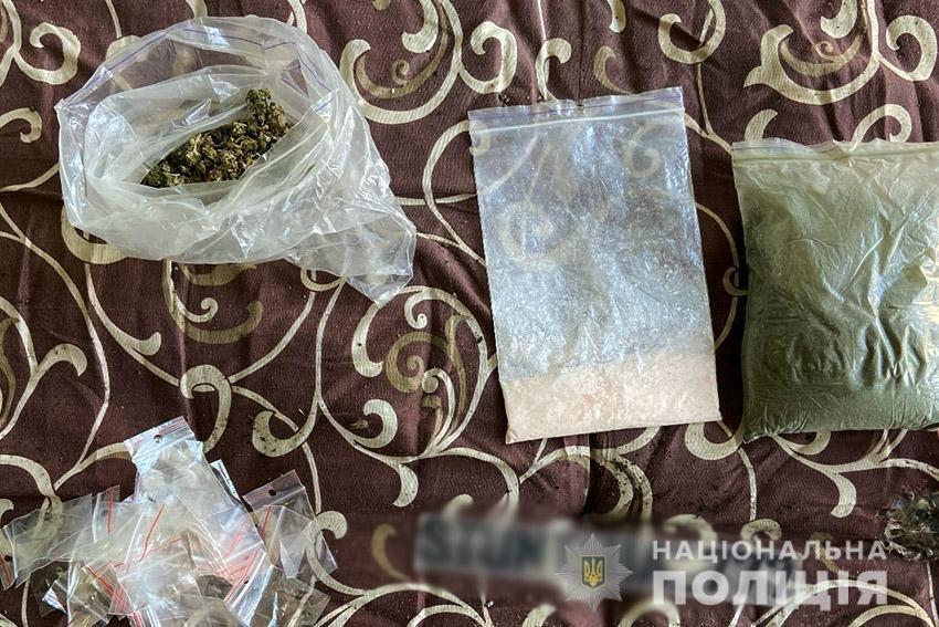 На Хмельниччині поліцейські вилучили у 18-річного юнака наркотиків на 140 тисяч гривень , фото-4