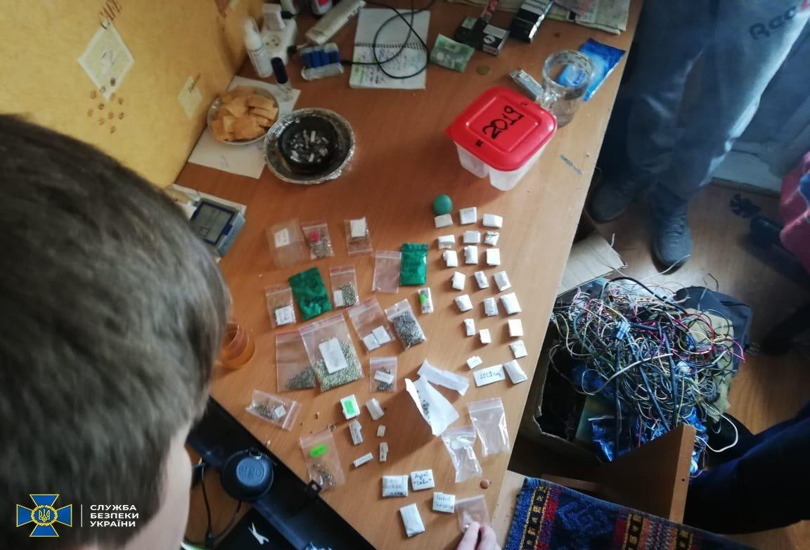 У Хмельницькому СБУ блокувала діяльність наркоугруповання, організованого посадовцями ДСНС, фото-3