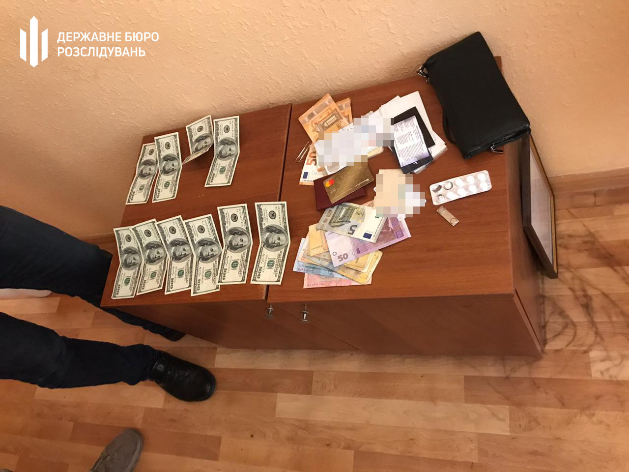 1800 доларів США за безперешкодне проходження військової служби – ДБР затримало начальника відділу прикордонної служби, фото-2