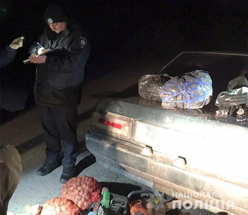 На Хмельниччині поліцейські затримали двох жителів Херсону з 5-ма кілограмами канабісу, фото-1