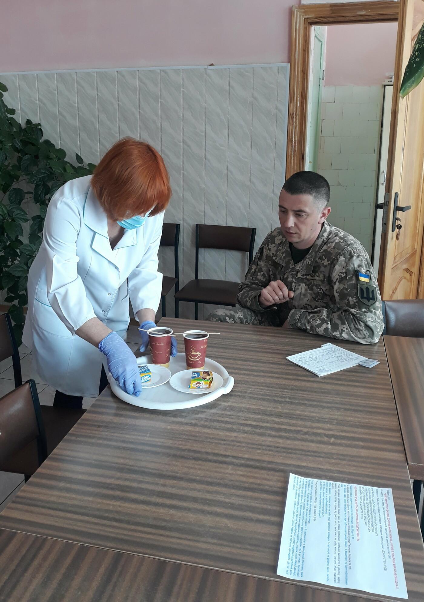 Військовослужбовці Хмельницького обласного військового комісаріату долучилися до акції благодійної здачі крові, фото-3
