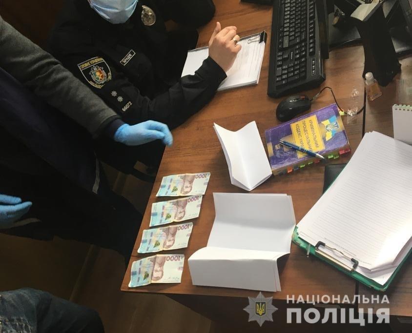 На Хмельниччині внутрішня безпека поліції затримала чоловіка на спробі підкупу слідчого поліції , фото-2