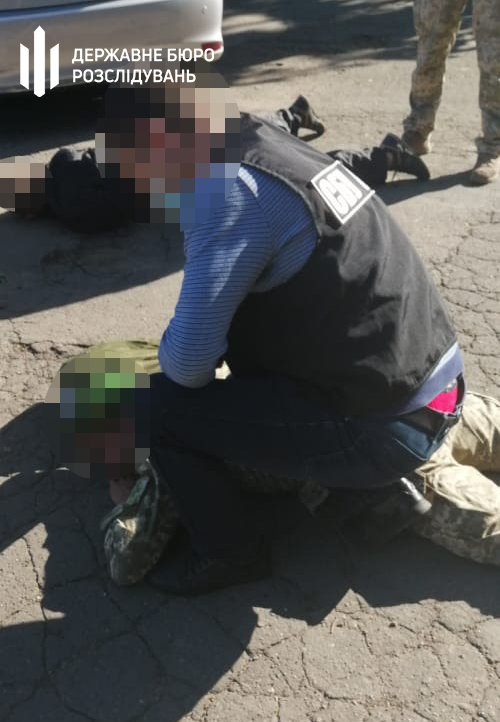 Тютюн до Румунії: хмельницькі правоохоронці затримали прикордонника, фото-1
