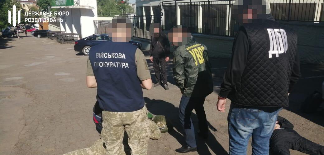 Тютюн до Румунії: хмельницькі правоохоронці затримали прикордонника, фото-2