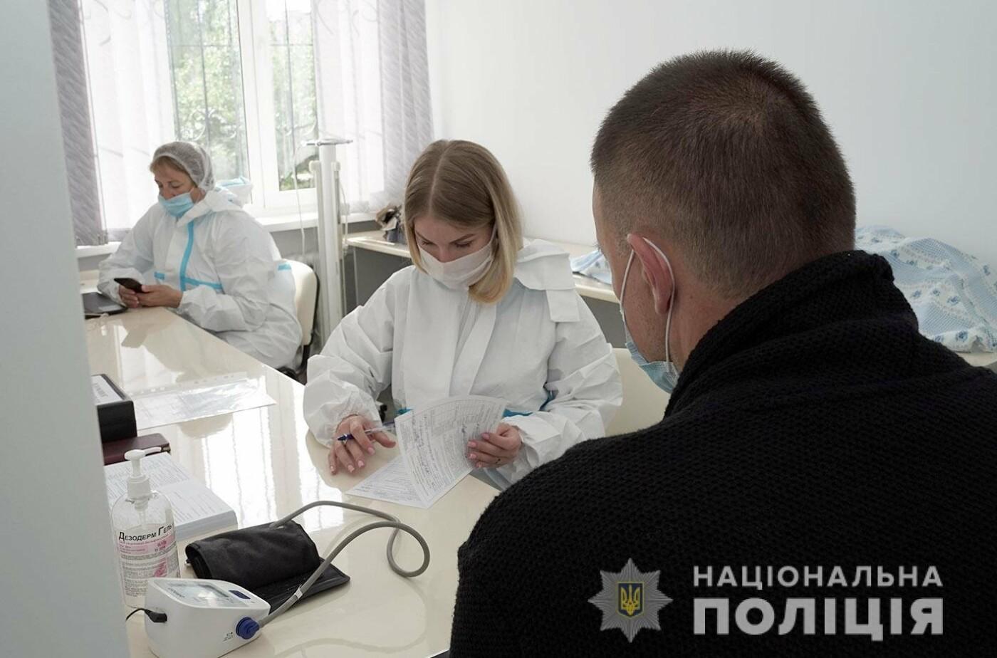 «Здай кров — врятуй життя!»: На Хмельниччині поліцейські долучилися до всеукраїнської акції , фото-1