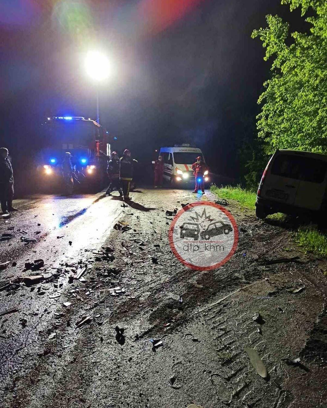 На Хмельниччині внаслідок лобового зіткнення двох автівок загинув чоловік, фото-1