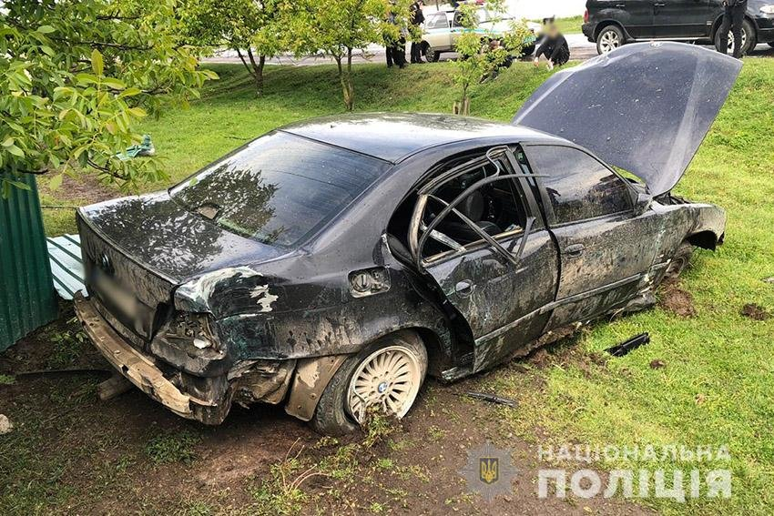 На Хмельниччині водій автомобіля зніс паркан  (ФОТО), фото-1