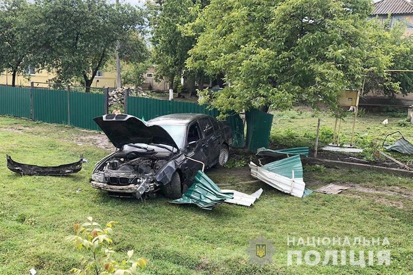 На Хмельниччині водій автомобіля зніс паркан  (ФОТО), фото-2