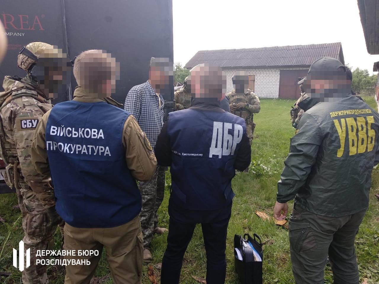 Хабар та незаконна вирубка і збут деревини – хмельницькі правоохоронці затримали прикордонника, фото-4