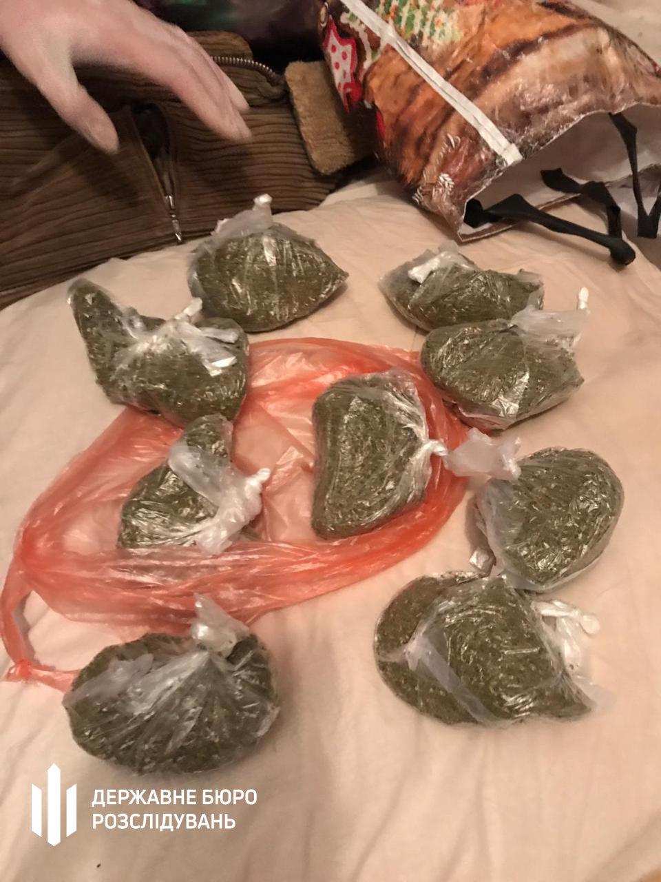 Посадовець Нацполіції продавав наркотики та фальсифікований алкоголь - хмельницькі правоохоронці (ФОТО), фото-13
