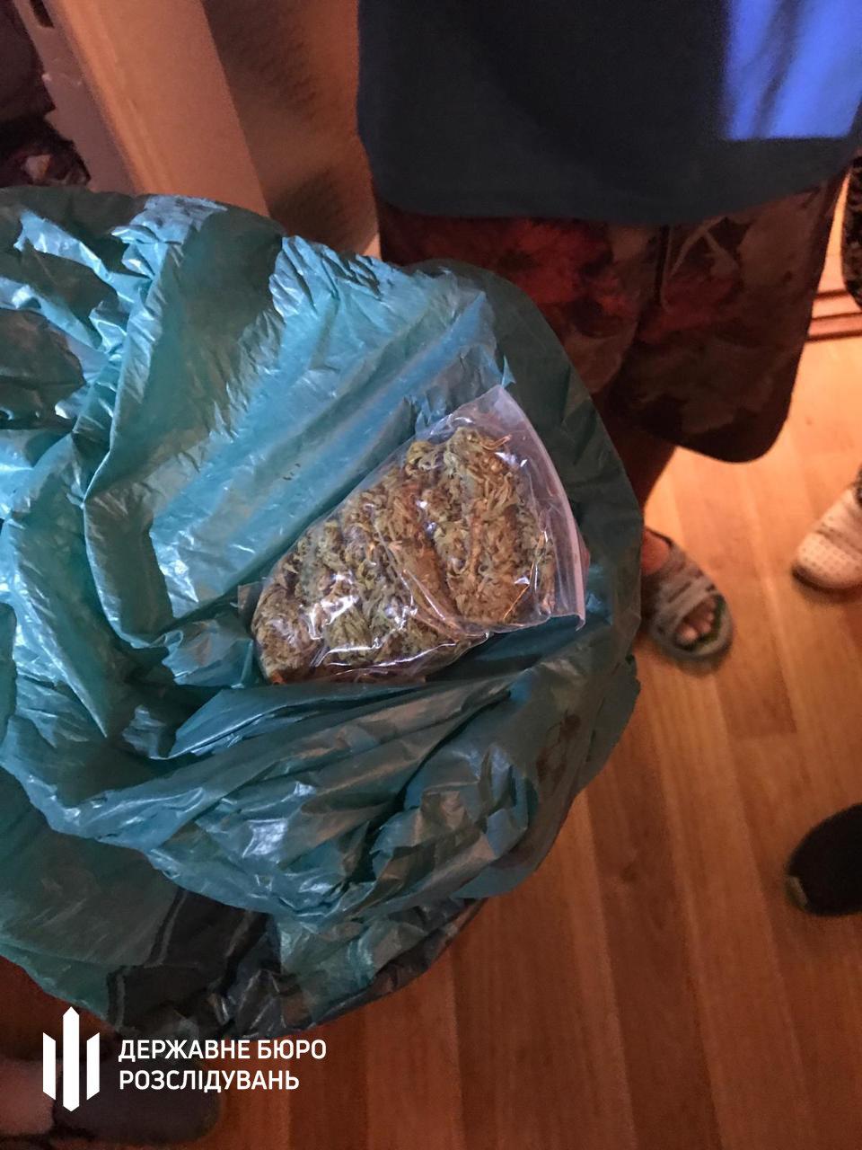 Посадовець Нацполіції продавав наркотики та фальсифікований алкоголь - хмельницькі правоохоронці (ФОТО), фото-8