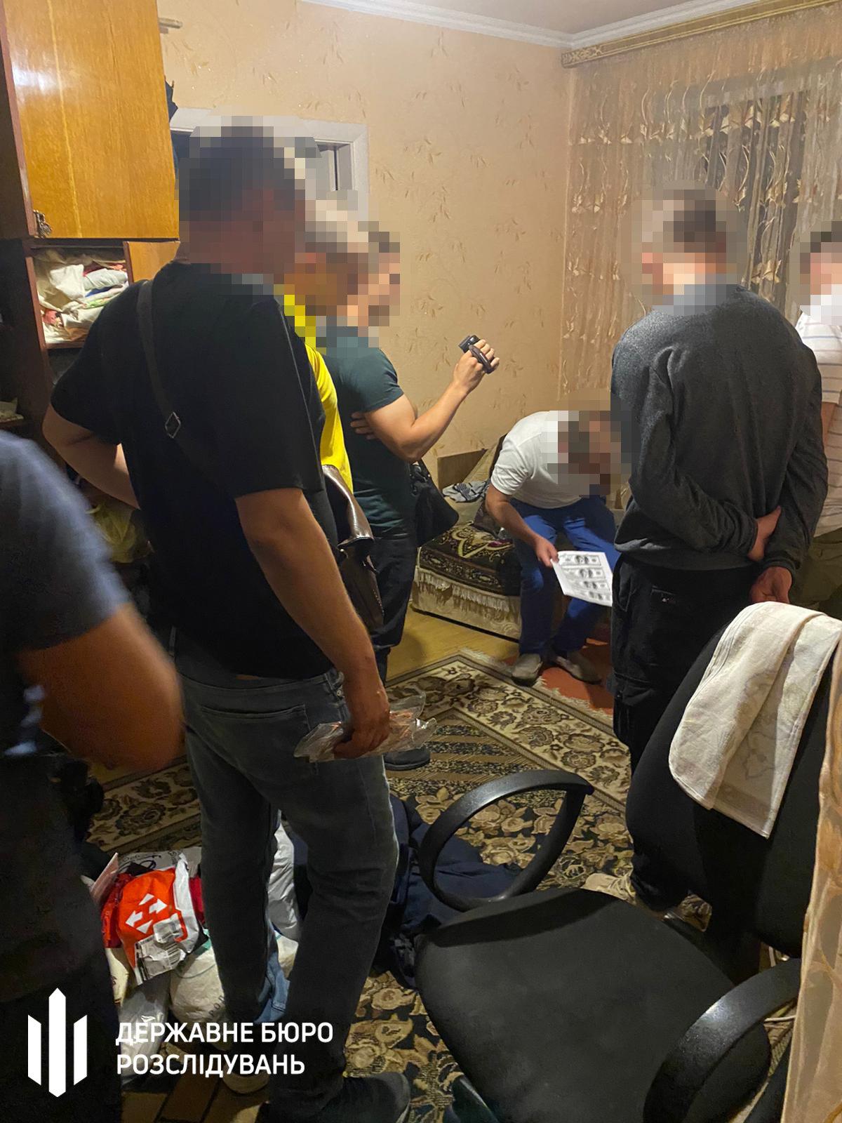 Поліцейському дали хабар за закриття справи щодо викрадення громадянина – Хмельницьке ДБР, фото-1