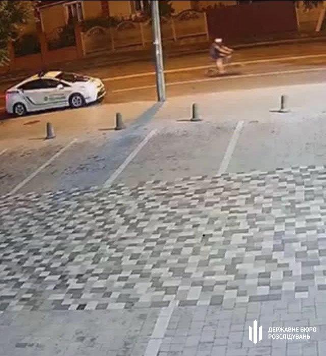 Хмельницькі правоохоронці повідомили про підозру патрульному, який  стріляв у велосипедиста (ФОТО), фото-1