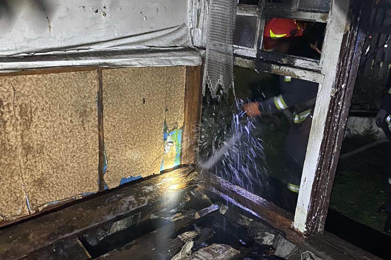 На Хмельниччині під час ліквідації пожежі вогнеборці врятували 23-річного чоловіка (ФОТО), фото-2