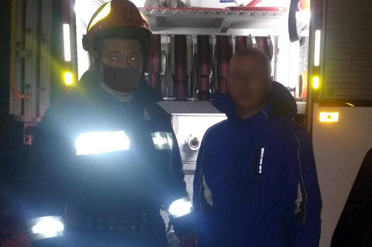 На Хмельниччині під час ліквідації пожежі вогнеборці врятували 23-річного чоловіка (ФОТО), фото-1