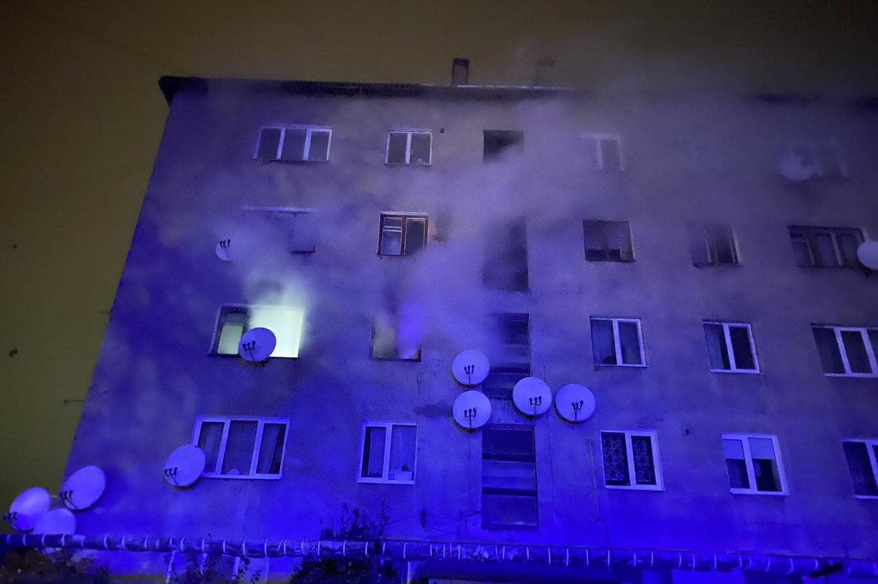 На Хмельниччині під час пожежі загинула людина. Врятовано 82-річну жінку та евакуйовано 8 осіб, фото-2