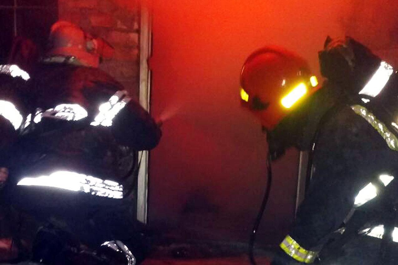На Хмельниччині під час пожежі загинула людина. Врятовано 82-річну жінку та евакуйовано 8 осіб, фото-3