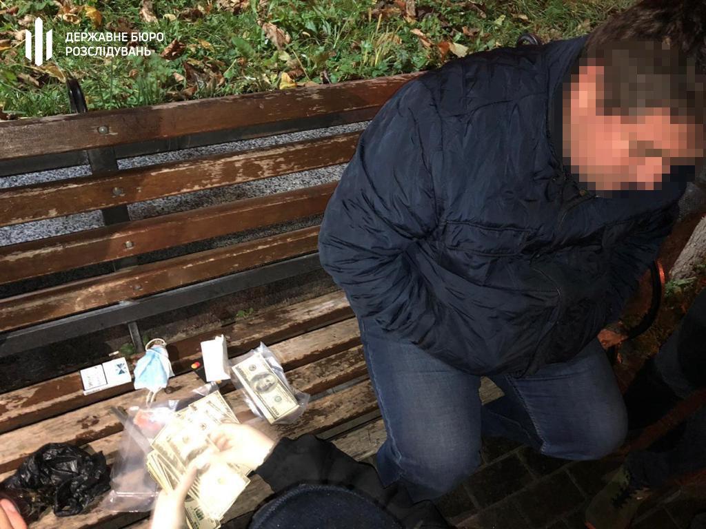 100 000 доларів США за посаду керівника відділення поліції - Хмельницький міськрайонний суд, фото-1