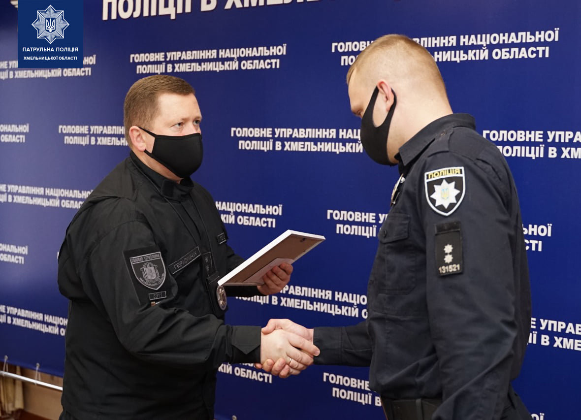Хмельницьких патрульних відзначили подяками за розкриті злочини по гарячих слідах, фото-6