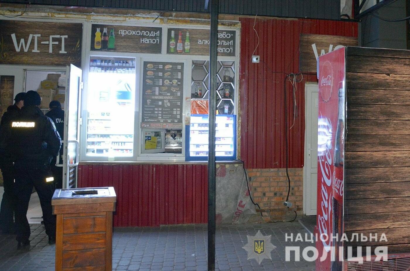 У Хмельницькому громадяни допомогли затримати зловмисника, який пограбував кафе на 40 тисяч гривень , фото-1