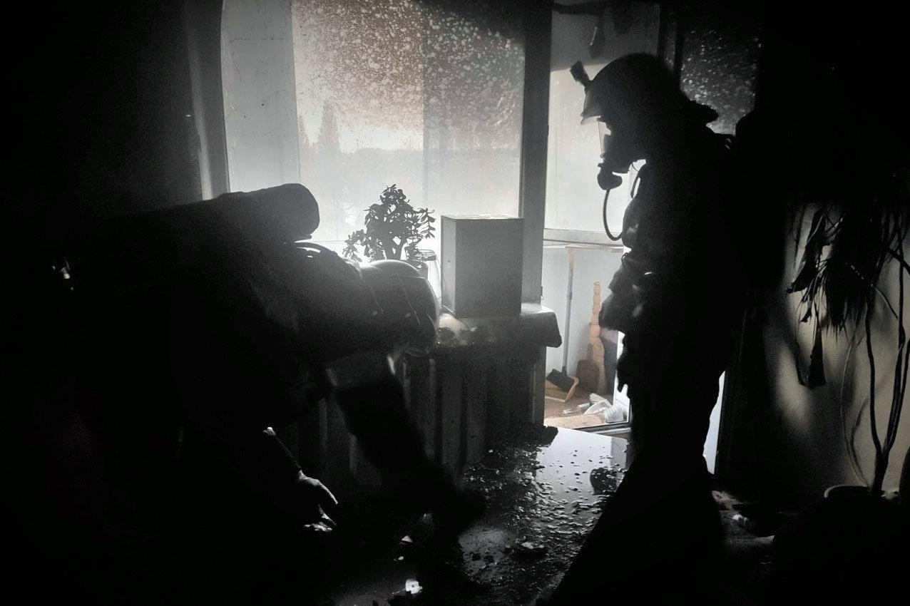 На Хмельниччині рятувальники ліквідували пожежу в квартирі багатоповерхівки, фото-1
