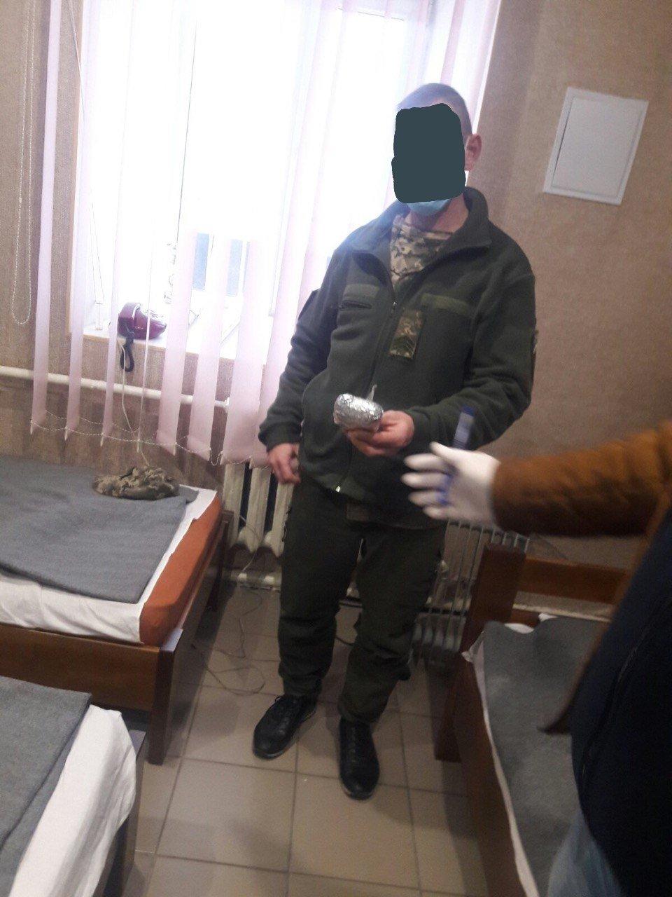Хмельницький слідчий ізолятор: у сержанта внутрішньої служби знайшли наркотики (ФОТО), фото-4