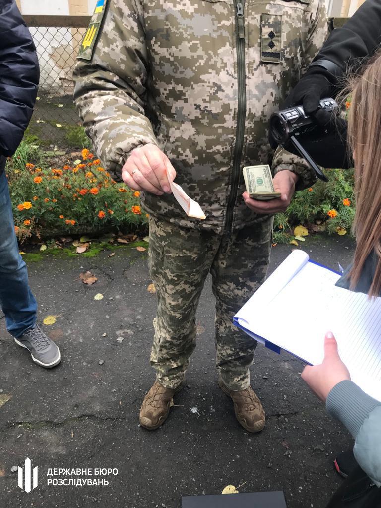 """Посадовця Хмельницького об'єднаного обласного військкомату затримано """"на гарячому"""", фото-1"""