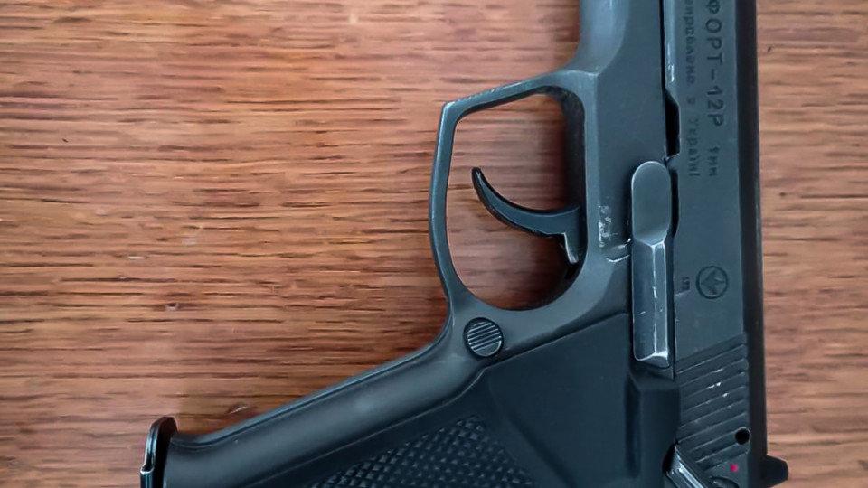 На Хмельниччині відвідувач прийшов до суду із пістолетом, фото-2