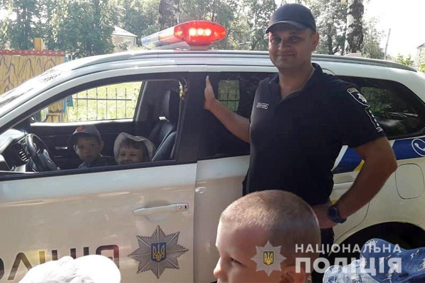 Поліцейський з Хмельниччини врятував молодого чоловіка, який намагався стрибнути із мосту (ФОТО), фото-2