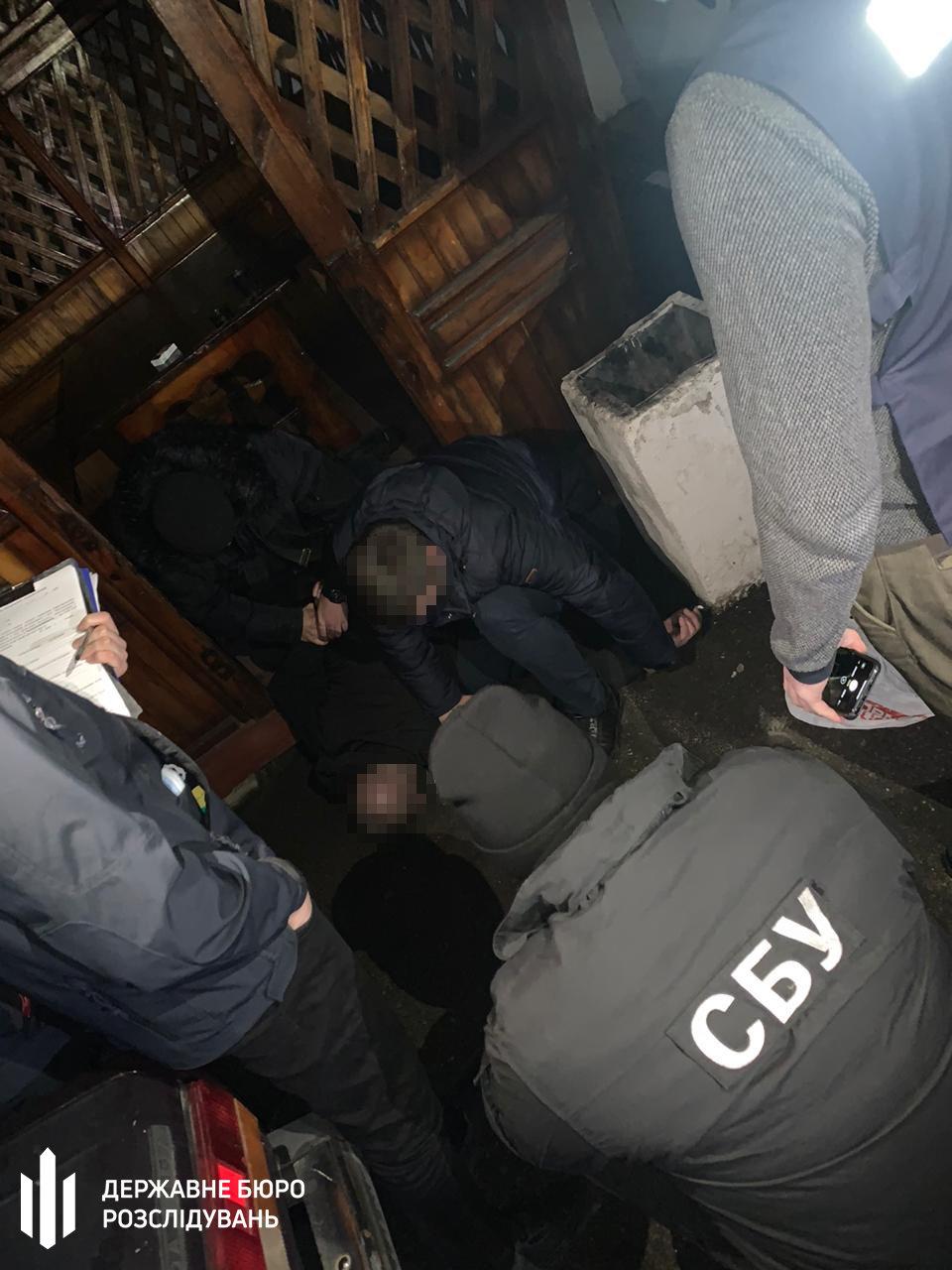 1000 доларів США за уникнення покарання – поліцейського затримано на хабарі , фото-2