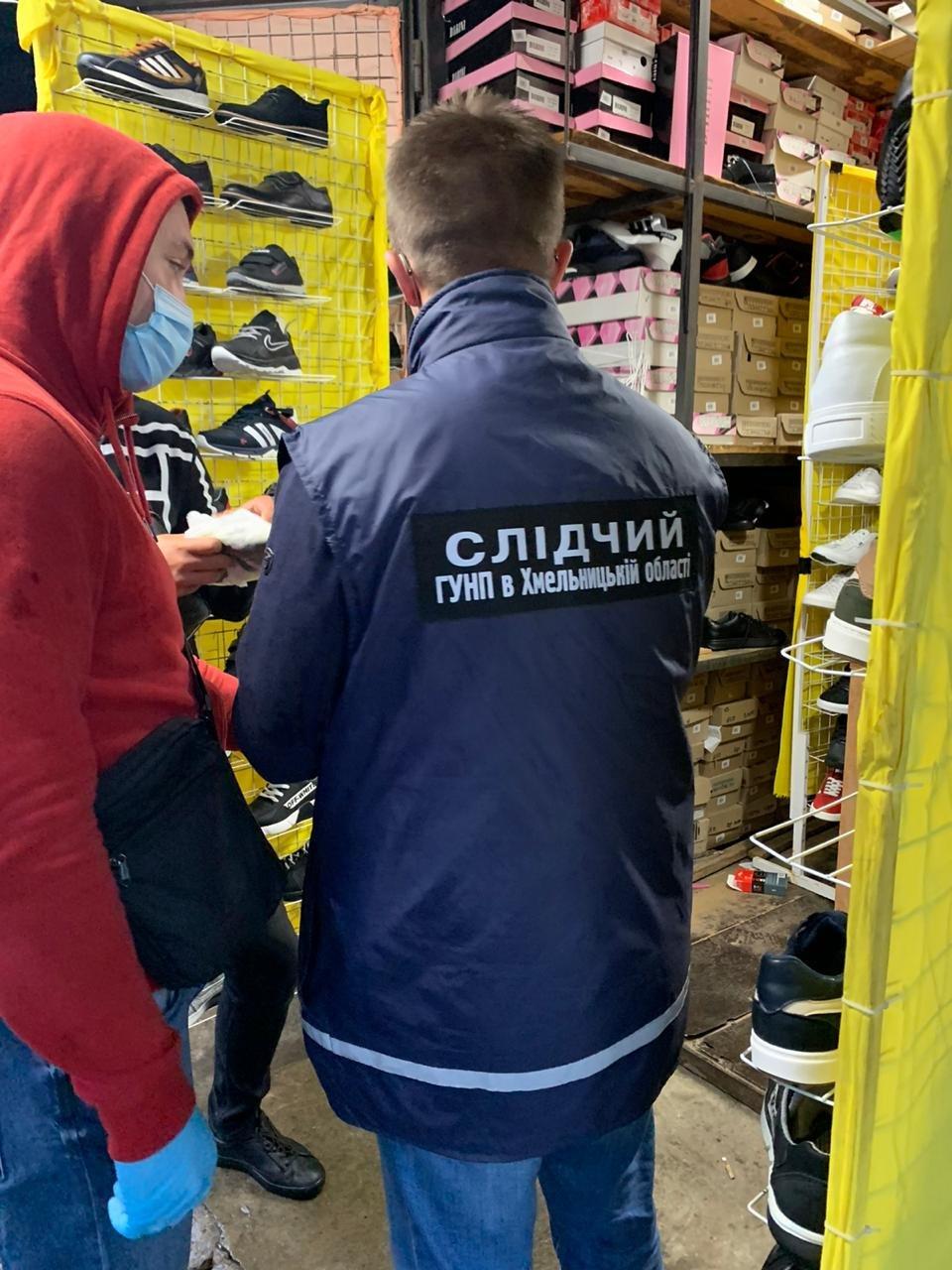 На Хмельниччині судитимуть учасників ОЗГ, які торгували підробками відомих спортивних брендів, фото-2